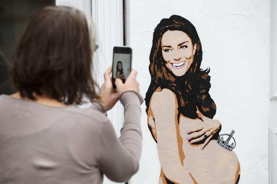 портрет беременной Кейт Миддлтон без одежды стал сенсацией
