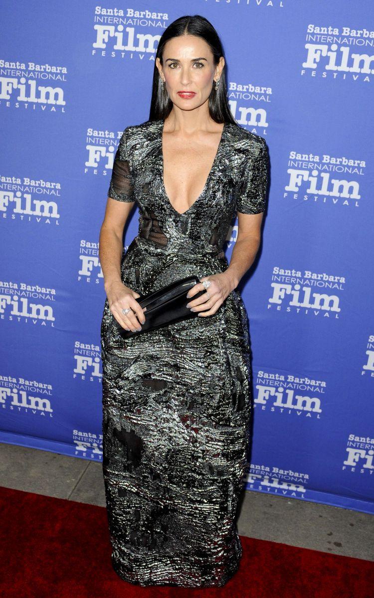 Деми Мур блистает в платье с откровенным декольте