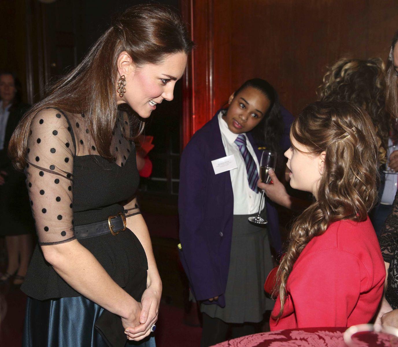 Кейт Миддлтон показала беременный животик