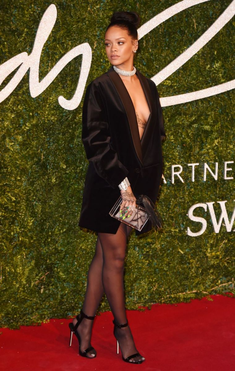 Рианна появилась на фэшн-церемонии в откровенном наряде