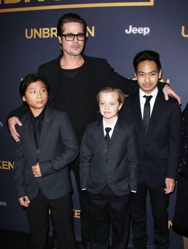 Опасный отец: Брэд Питт встречается с детьми под присмотром специальных служб