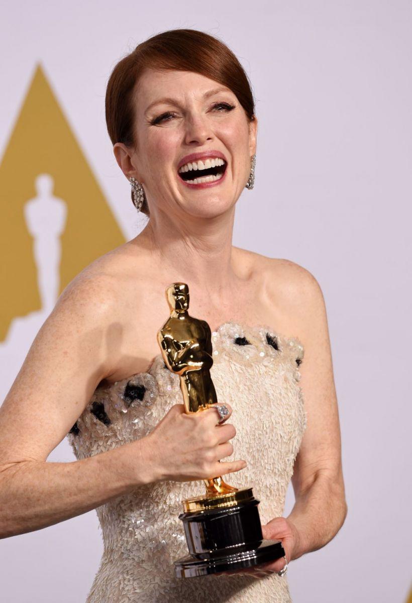 Джулианна Мур получила Оскар-2015 за лучшую женскую роль