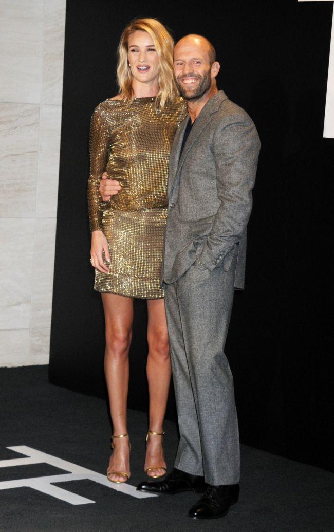 Счастливы вместе: Джейсон Стэтхем и Рози Хантингтон-Уайтли посетили модный показ