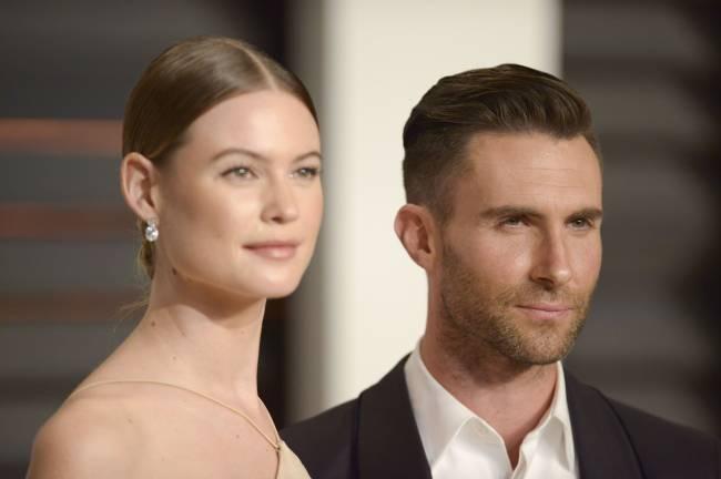 Солист Maroon 5 Адам Ливайн попал в аварию вместе со своей беременной женой
