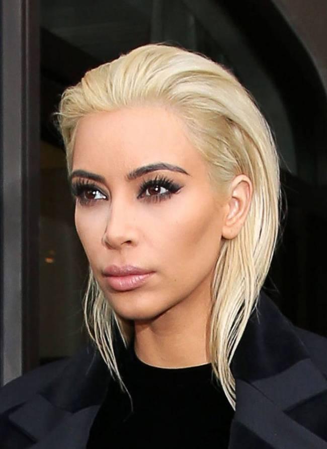 Блондинка Ким Кардашьян шокировала новым цветом волос