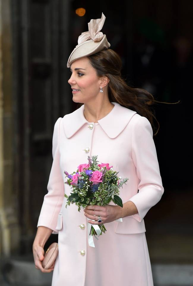 Королевский шик: беременная Кейт Миддлтон в элегантном наряде от Alexander McQueen