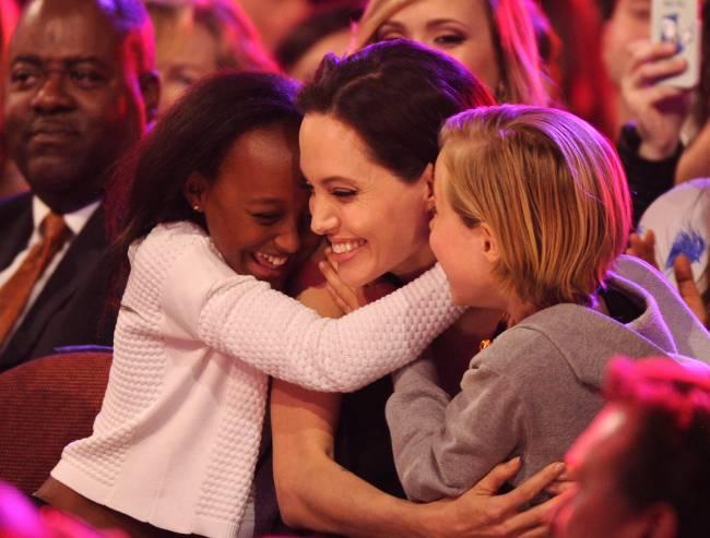 Дети Анджелины Джоли разговаривают на семи языках