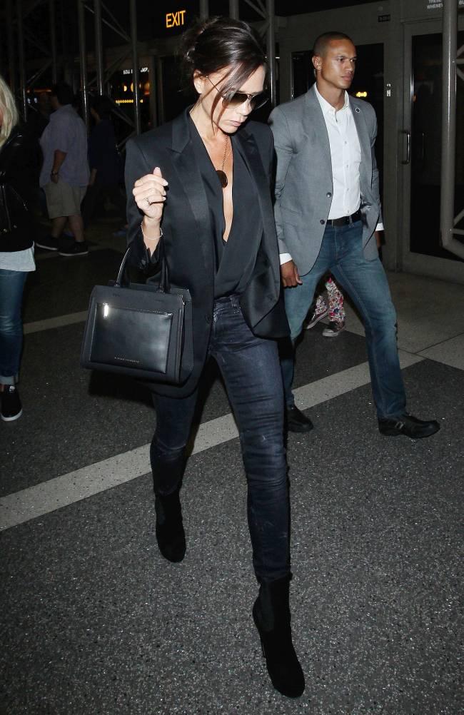 Total Black: Виктория Бекхэм демонстрирует идеальный стиль в Лос-Анджелесе