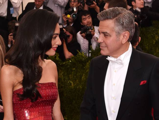 """Джордж Клуни: """"Я часто чувствую себя идиотом, разговаривая со своей супругой"""""""