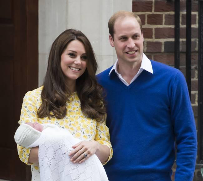 Кейт Миддлтон и принц Уильям впервые показали новорожденную дочь