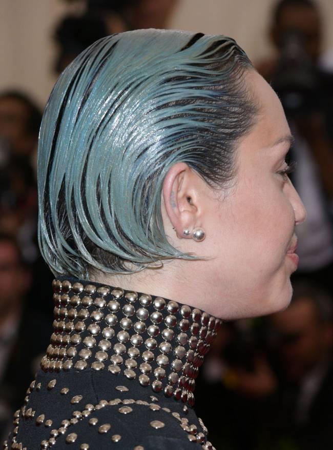 Майли Сайрус покрасила волосы в синий цвет
