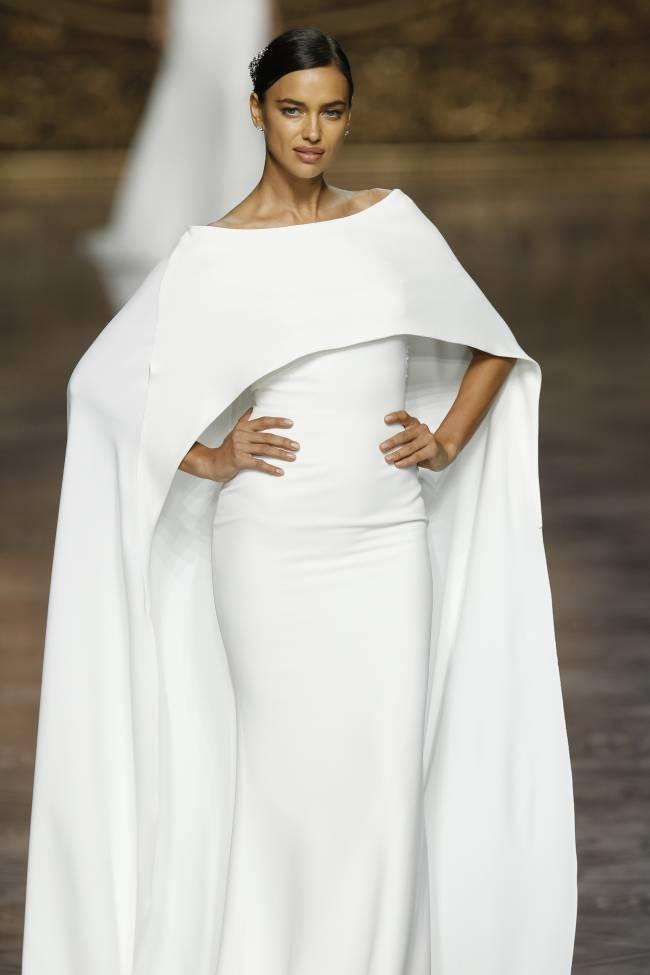 Свадебный переполох: Ирина Шейк примерила образ невесты