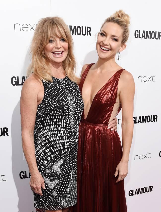 Лучшие подруги: Кейт Хадсон появилась на красной дорожке с мамой Голди Хоун