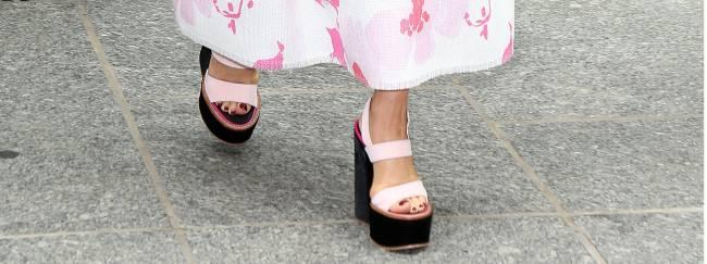 Нежный цветок: Виктория Бекхэм блистает в наряде собственного дизайна