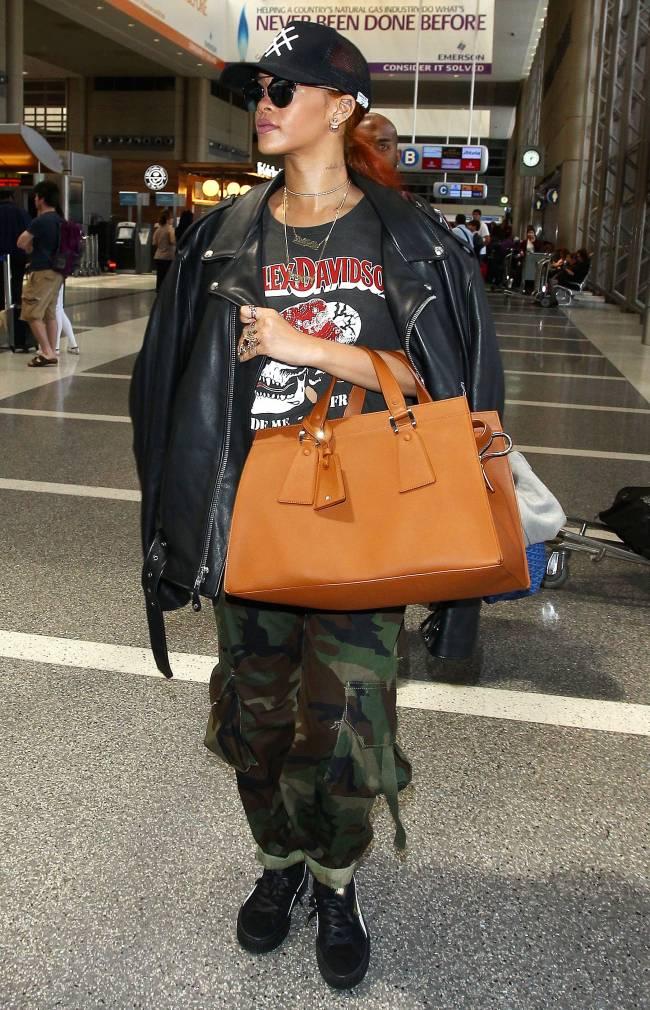 Рианна обескуражила публику нарядом в стиле гранж