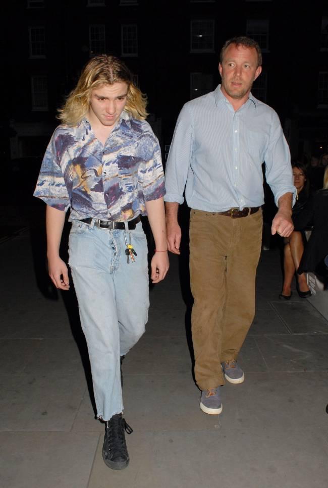 Сын Мадонны сбежал из дома - СМИ