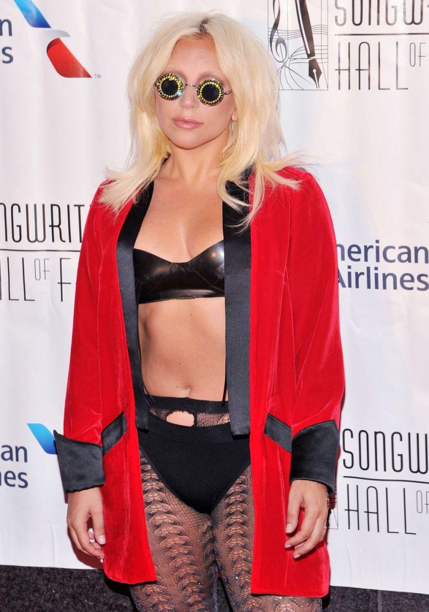 Леди Гага выставила себя на посмешище на красной дорожке