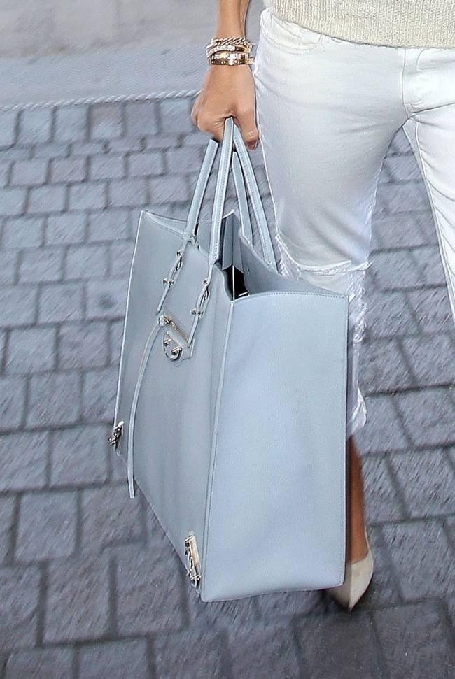 Идеальна во всем: Роузи Хантингтон-Уайтли демонстрирует белоснежный наряд
