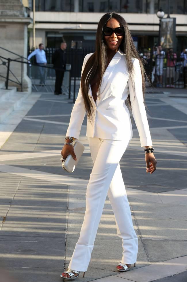 Наоми Кэмпбелл покорила публику белоснежным нарядом