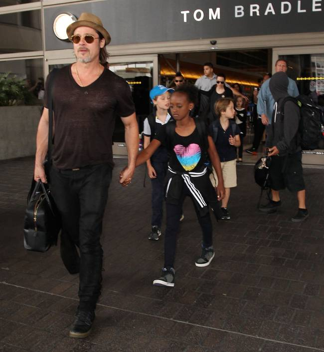 Анджелина Джоли и Брэд Питт показали подросших детей