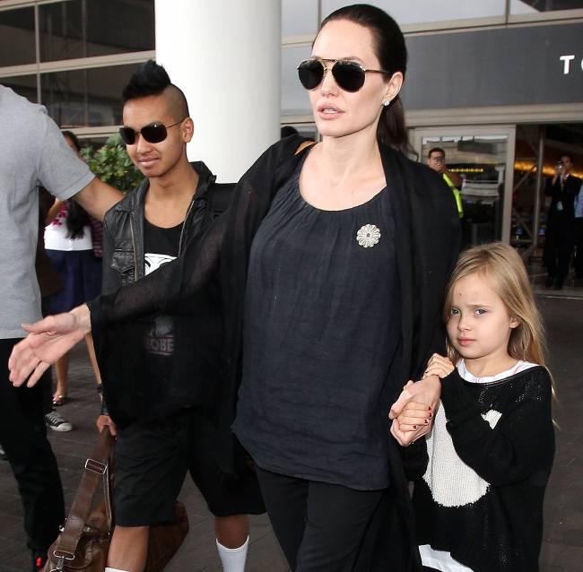 СМИ: Брэд Питт и Анджелина Джоли усыновят беженца из Сирии