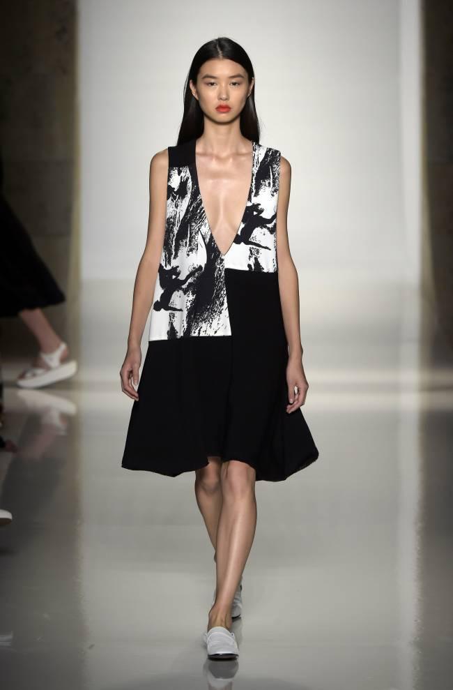 Виктория Бекхэм подверглась жесткой критике из-за чрезмерно худых моделей
