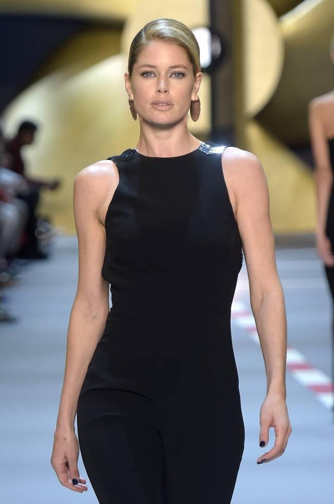 Даутцен Крус блистает на подиуме Недели моды в Париже