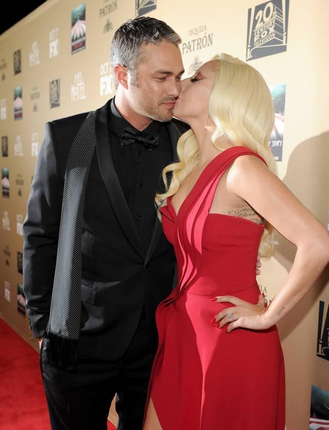 Неожиданно: Леди Гага ударила своего жениха после первого поцелуя