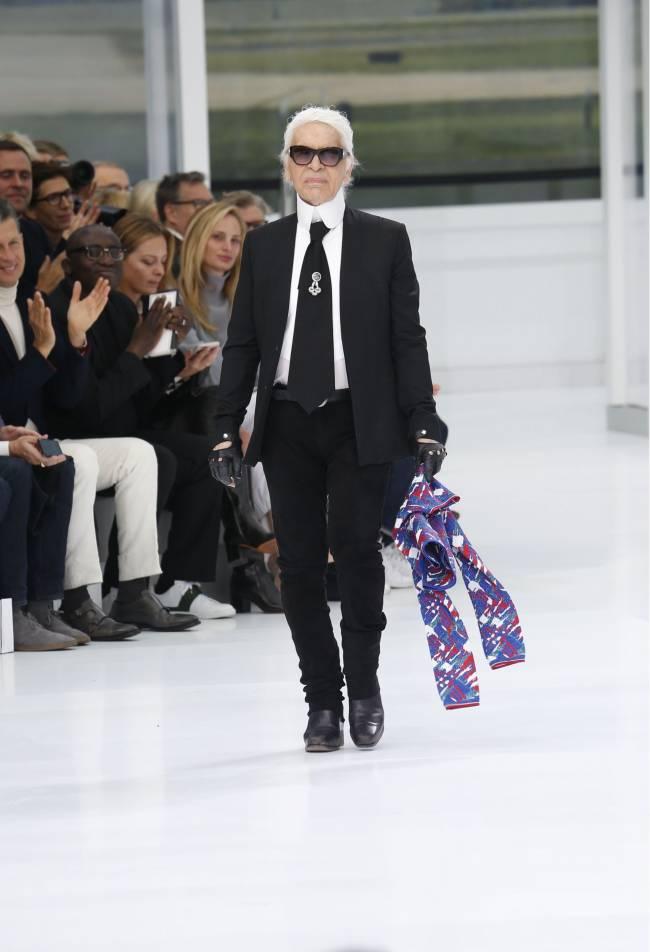В Chanel опровергли информацию об уходе Карла Лагерфельда