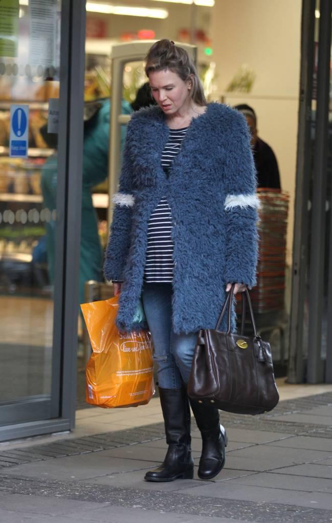 "Папарацци запечатлели беременную Рене Зеллвегер на съемках ""Бриджит Джонс"""