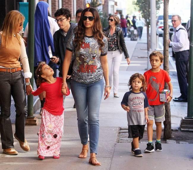 Супруга Мэттью Макконахи показала подросших детей