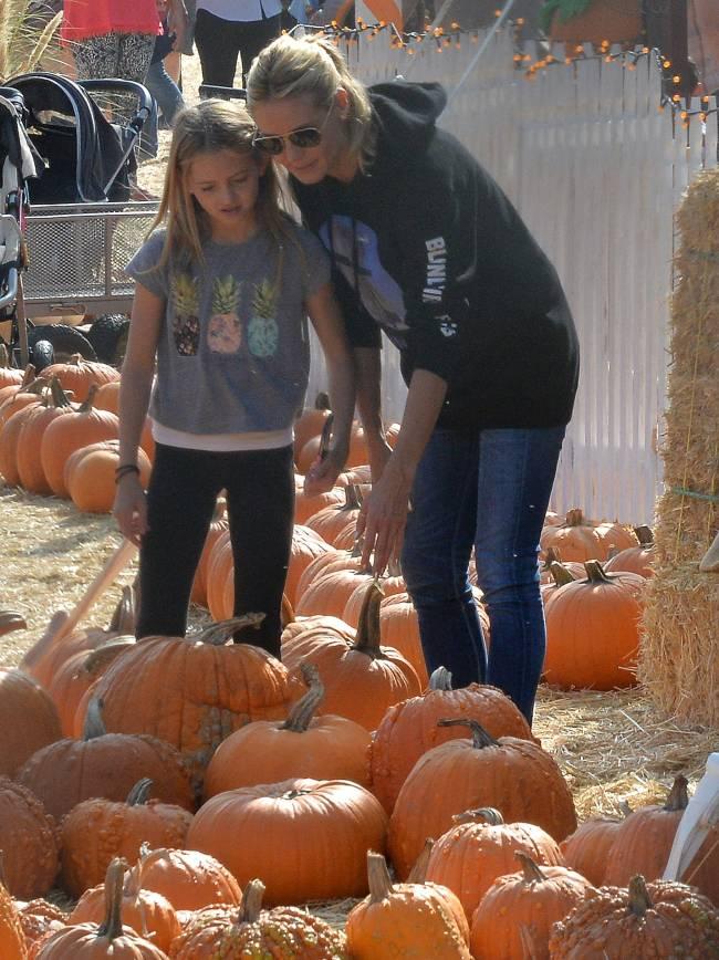 В преддверии Хэллоуина: супермодель Хайди Клум примерила образ тыквы