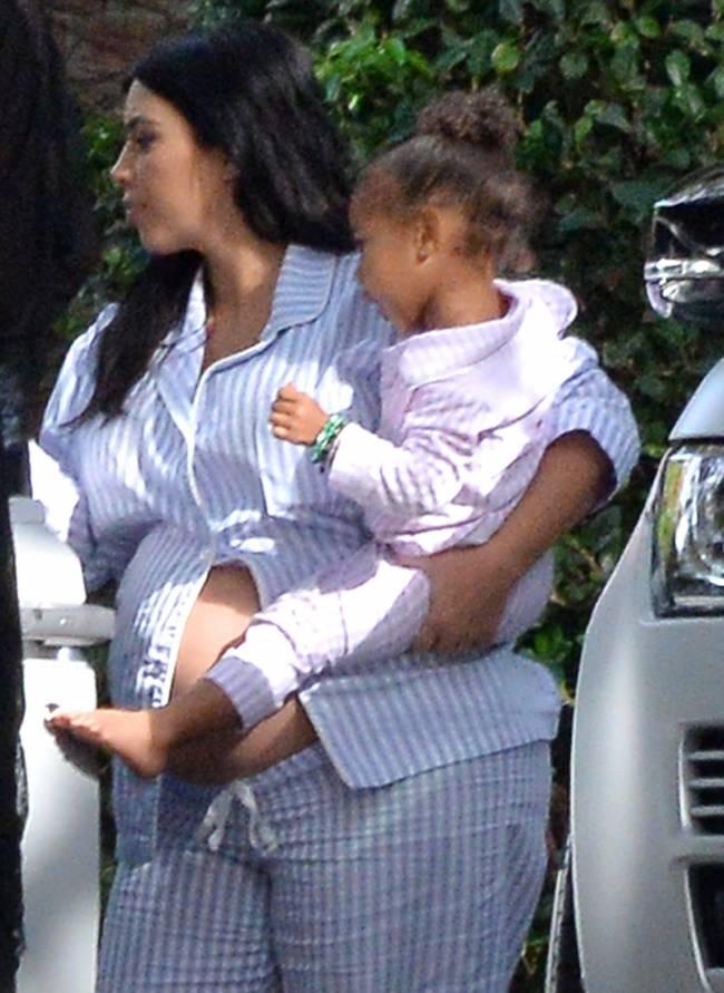 Беременная Ким Кардашьян шокирует располневшей фигурой