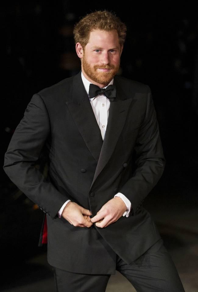 Принц Гарри впервые вышел в свет после скандальной новости о его отцовстве