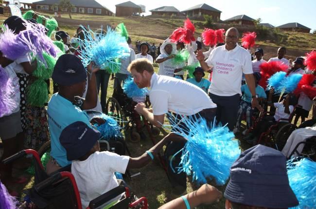 В память о маме: принц Гарри посвятил открытие детского центра в Африке принцессе Диане