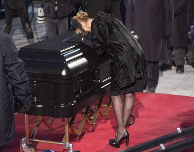 Селин Дион впервые обратилась к публике после похорон мужа