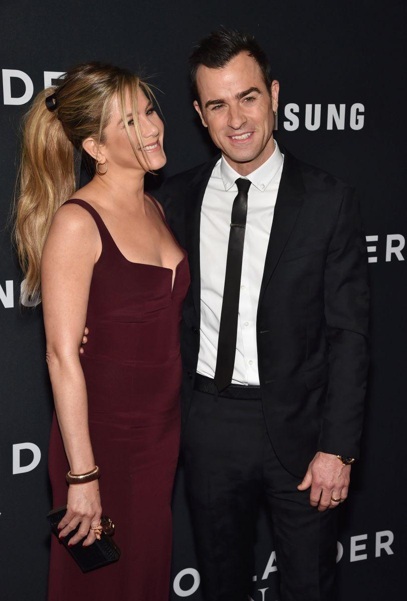 """Дженнифер Энистон о супружеской жизни: """"Кажется, что мы женаты уже лет сто!"""""""