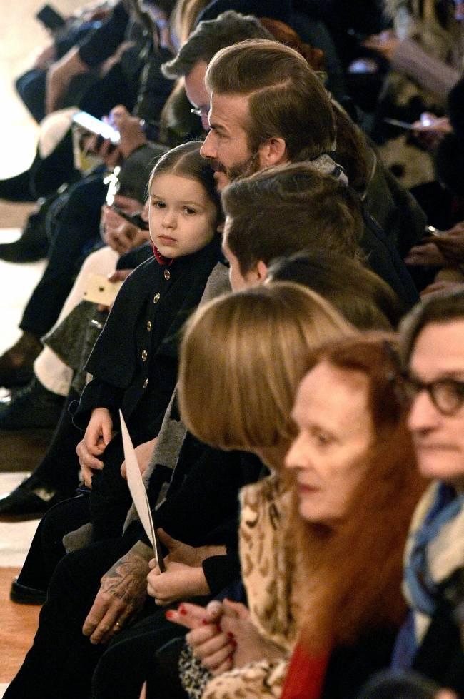 Все члены звездного семейства присутствовали на презентации новой коллекции Виктории Бекхэм, которая на днях состоялась в Нью-Йорке.