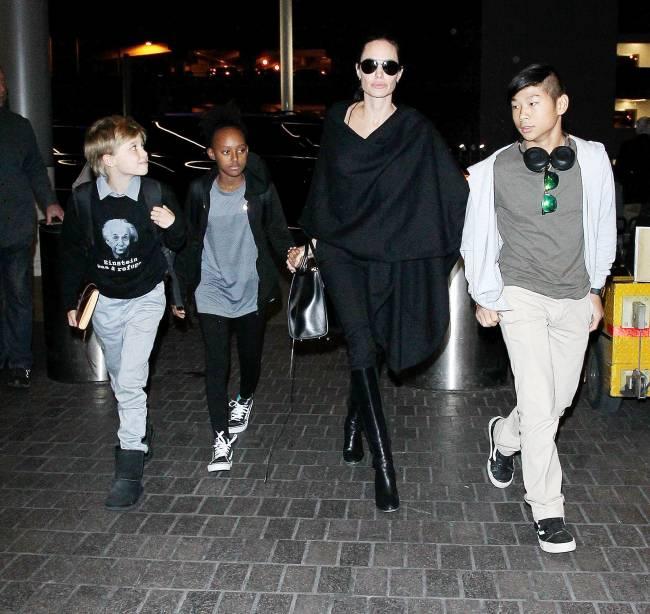 Джоли иПитт достигли согласия овременной опеке над детьми