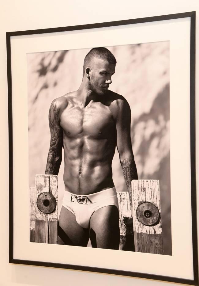 Мужчина-легенда: Дэвид Бекхэм блистает на фотовыставке, посвященной его жизни