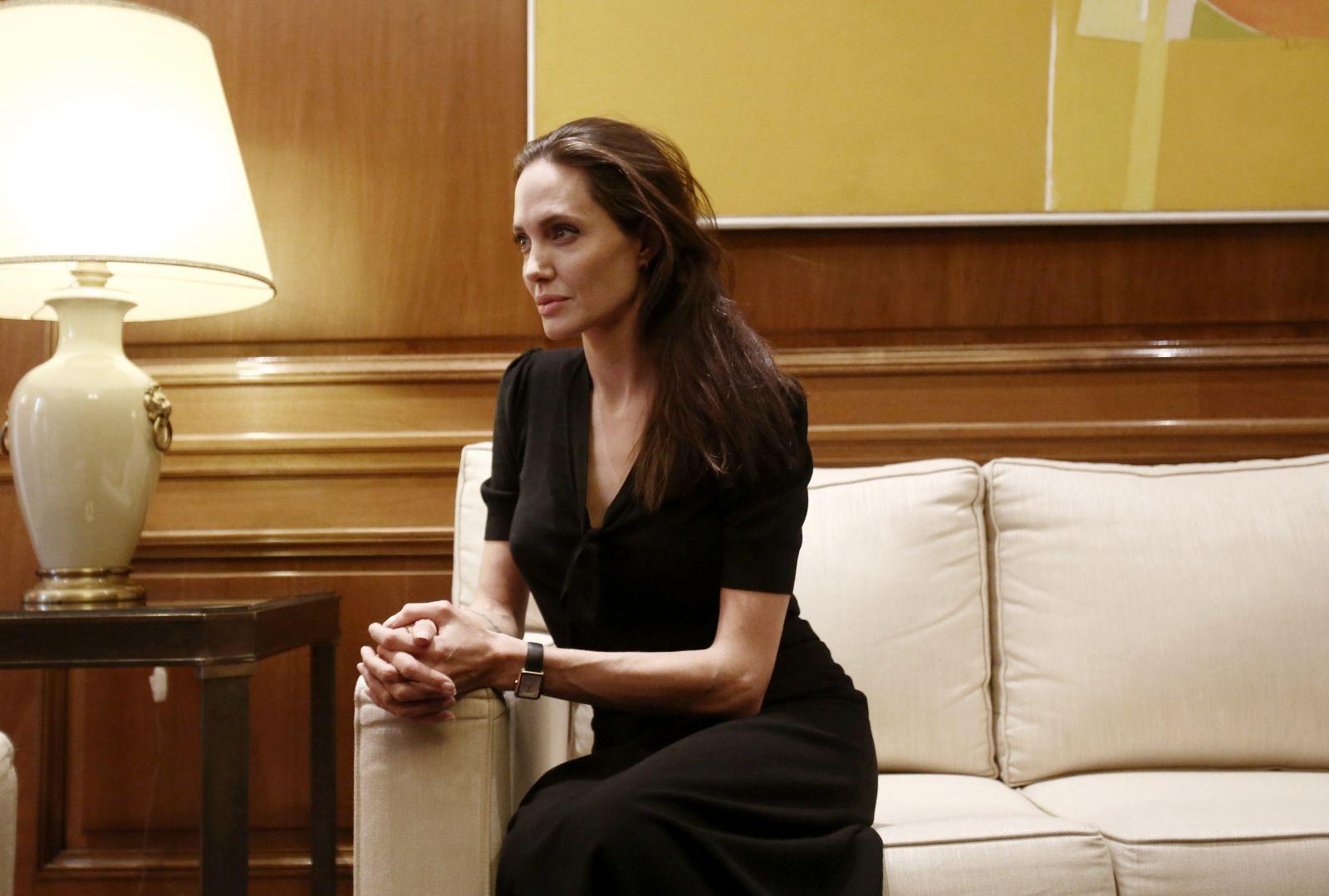 Анджелину Джоли госпитализировали в тяжелом состоянии – СМИ