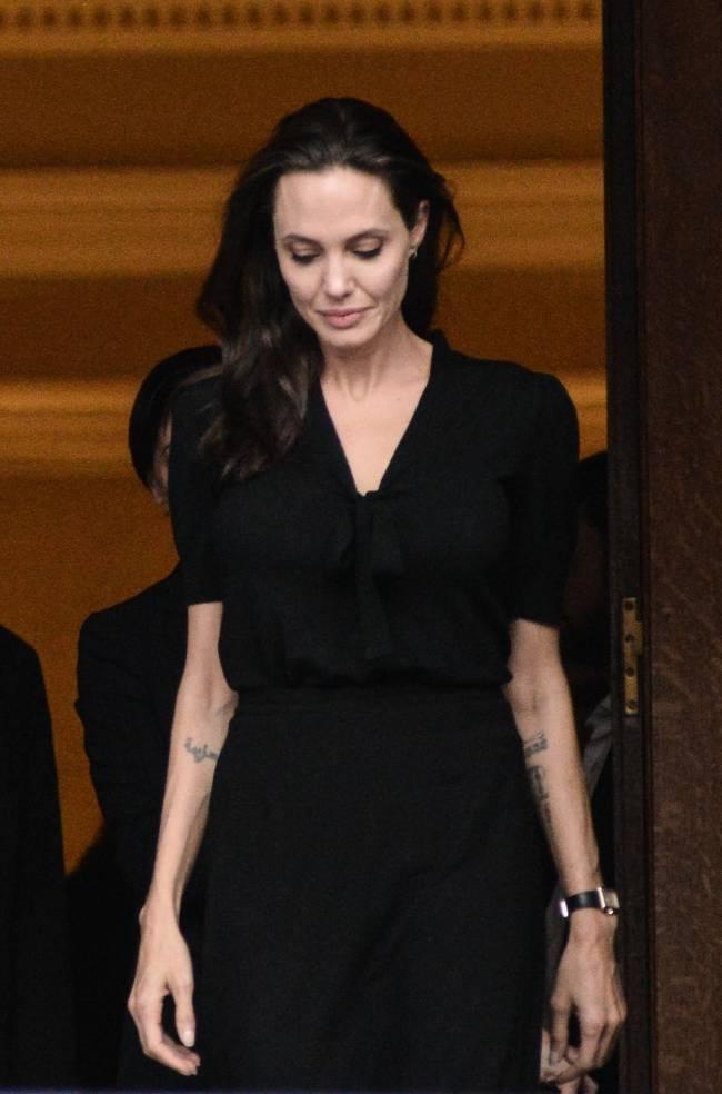 Опасная грань: Анджелина Джоли весит 34 килограмма