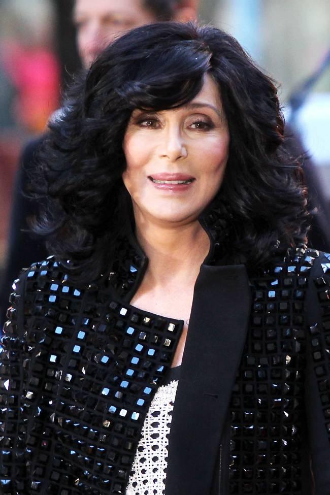 СМИ: легендарная певица Шер умирает и делит наследство
