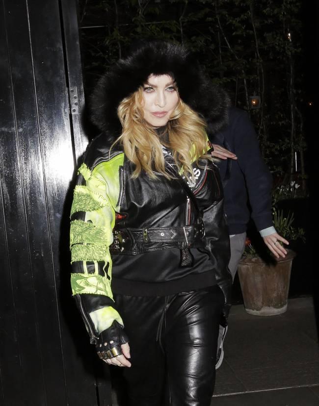 Впервые после скандала Рокко Ричи появился на публике с мамой Мадонной