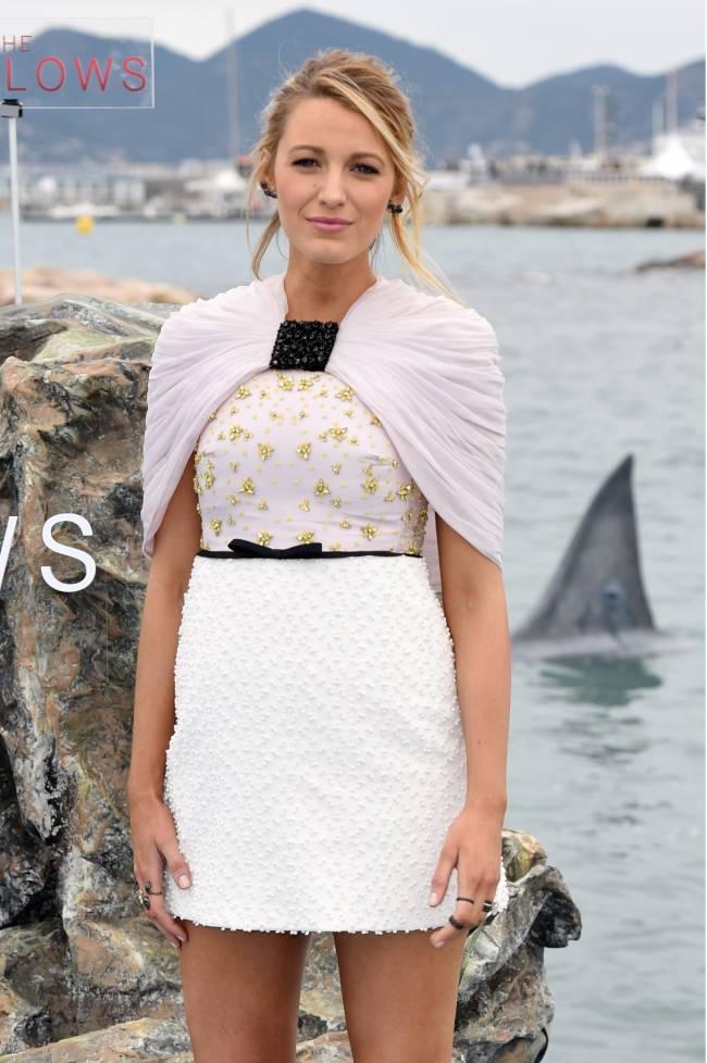 Канны 2016: Блейк Лайвли позирует в окружении акул