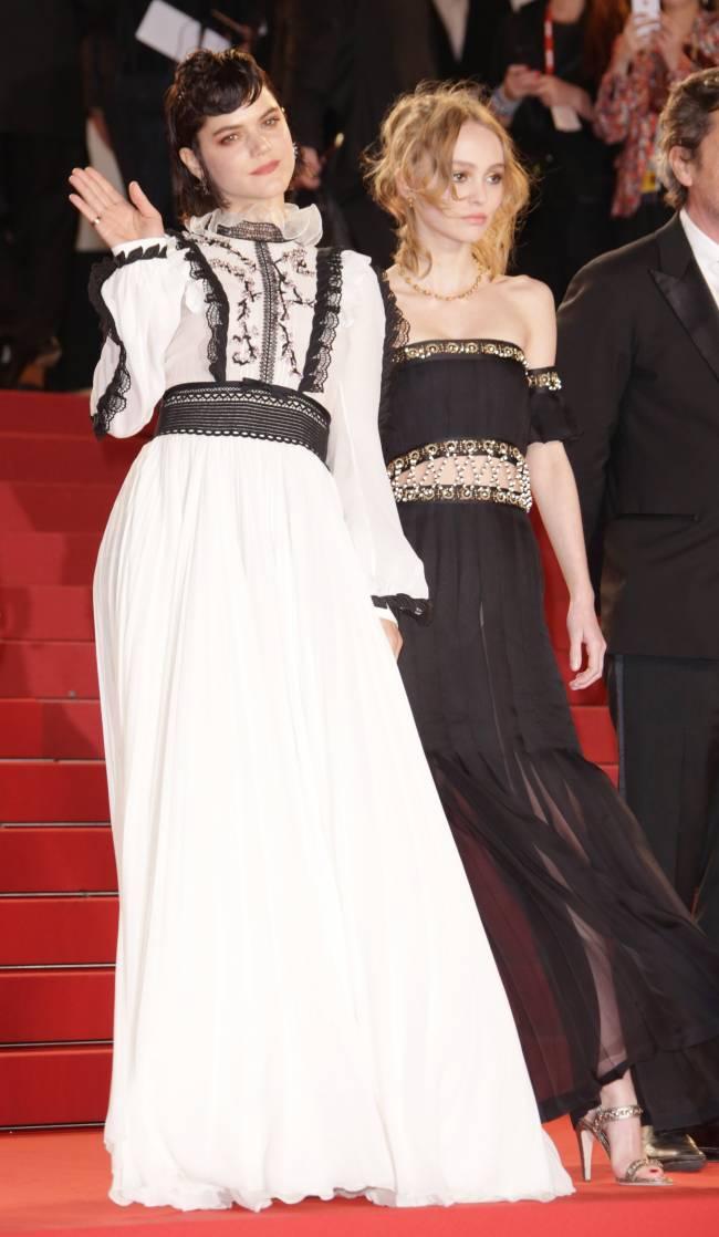 Неожиданно: Лили-Роуз Депп появилась на Каннском фестивале с экс-возлюбленной Кристен Стюарт