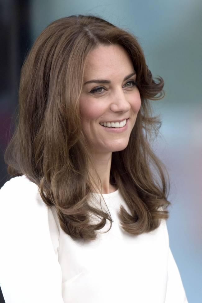 Сама элегантность: Кейт Миддлтон демонстрирует идеальный стиль на благотворительном ланче