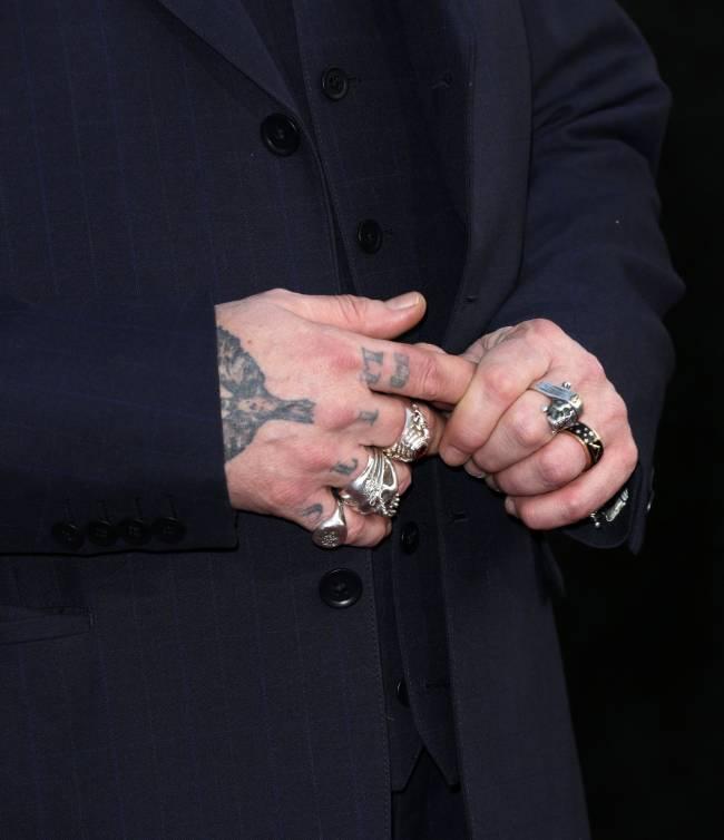 Страшен в гневе: Эмбер Херд заявила, что Джонни Депп во время ссоры отрезал себе кончик пальца