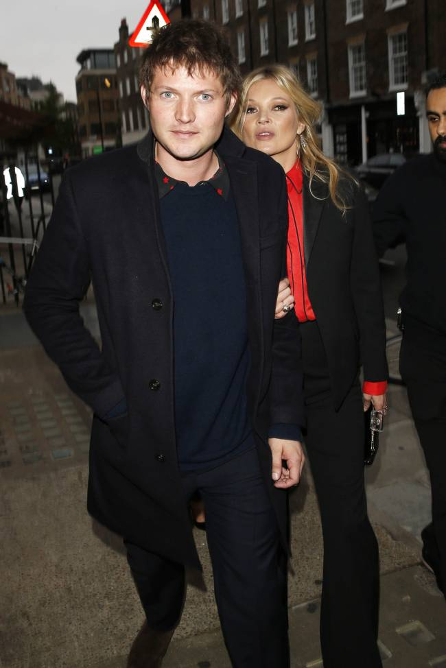 Кейт Мосс вновь появилась на публике с юным возлюбленным