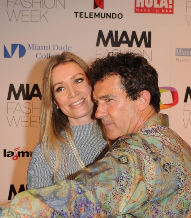 Антонио Бандерас с молодой возлюбленной посетил показ на Неделе моды в Милане